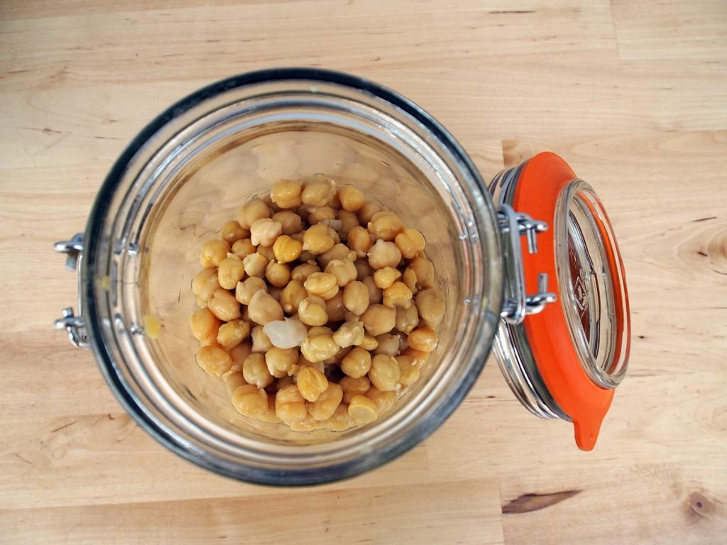 blending garbanzo beans for hummus